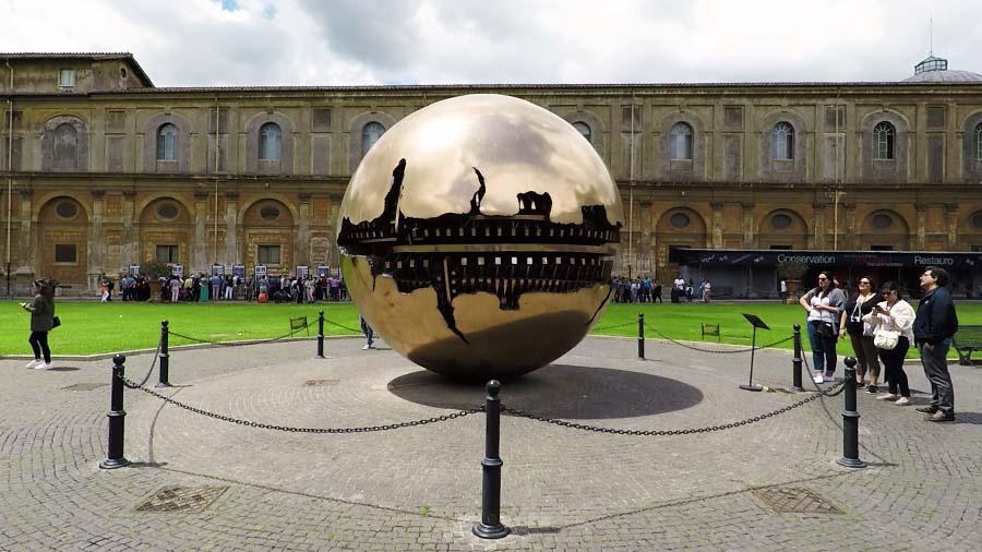 Sfera con sfera - Arnaldo Pomodoro