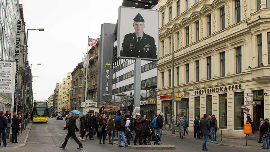 Avenida del Checkpoint Charlie en Berlín