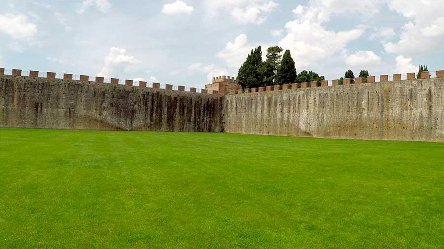 La muralla medieval de Pisa
