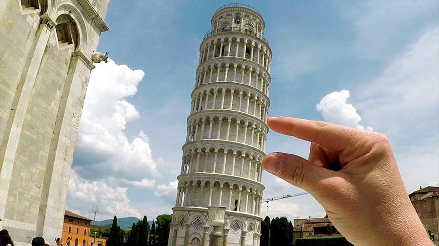 por qué la torre está inclinada