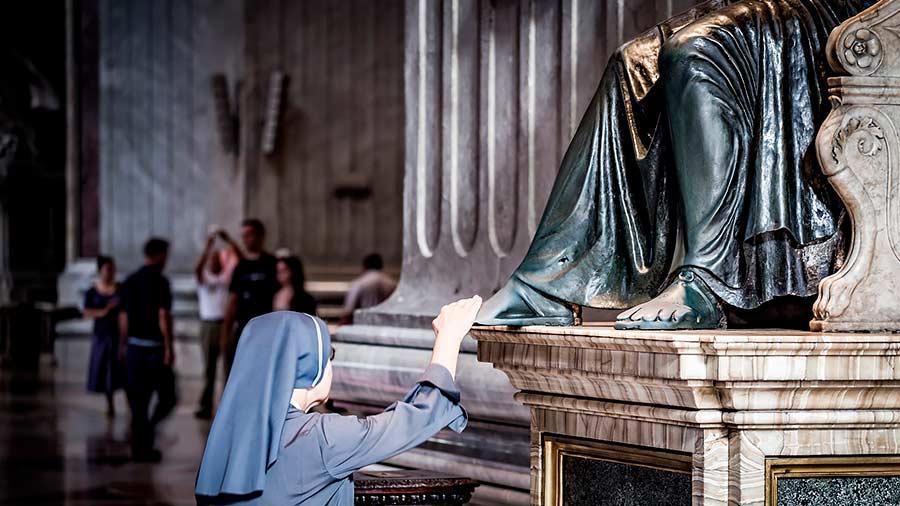 Monja en el Vaticano