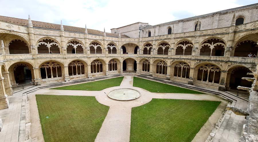 El monasterio de los Jerónimos es una de las cosas que ver en Lisboa imprescindibles.