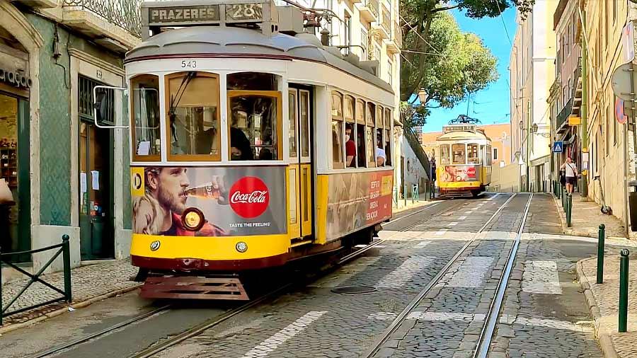Qué ver en Lisboa: tranvías por las calles.