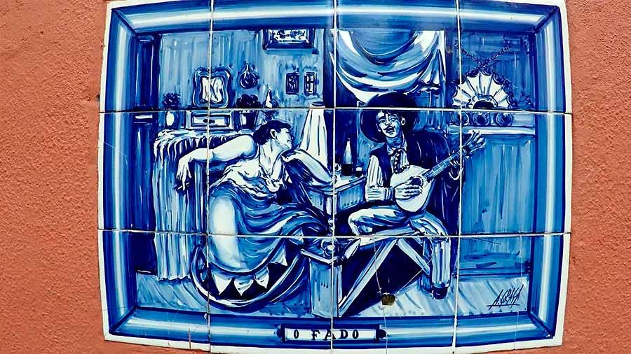 Azulejo representando un espectáculo de Fado.
