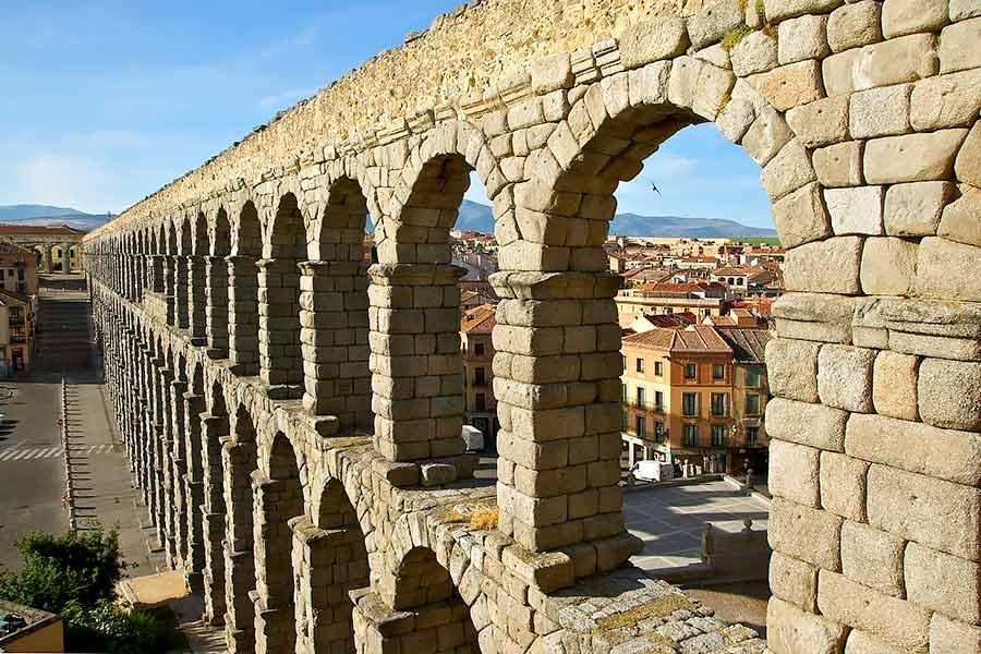 Acueducto romano de Segovia, España.
