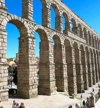 Uno de los monumentos romanos en España más increíbles es el acueducto de Segovia.