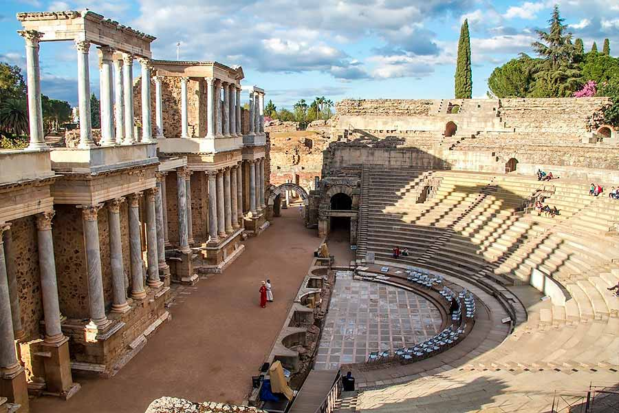 El Teatro Romano de Mérida es uno de los monumentos romanos en España de renombre.